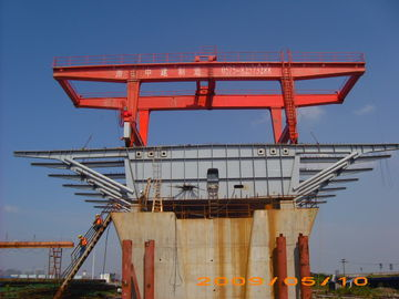 چین Bridge Beam Segment Lifter Crane Launched by Hydraulic System With Steel Wheel توزیع کننده
